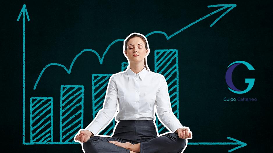 Mujer meditando y controlando el estrés laboral